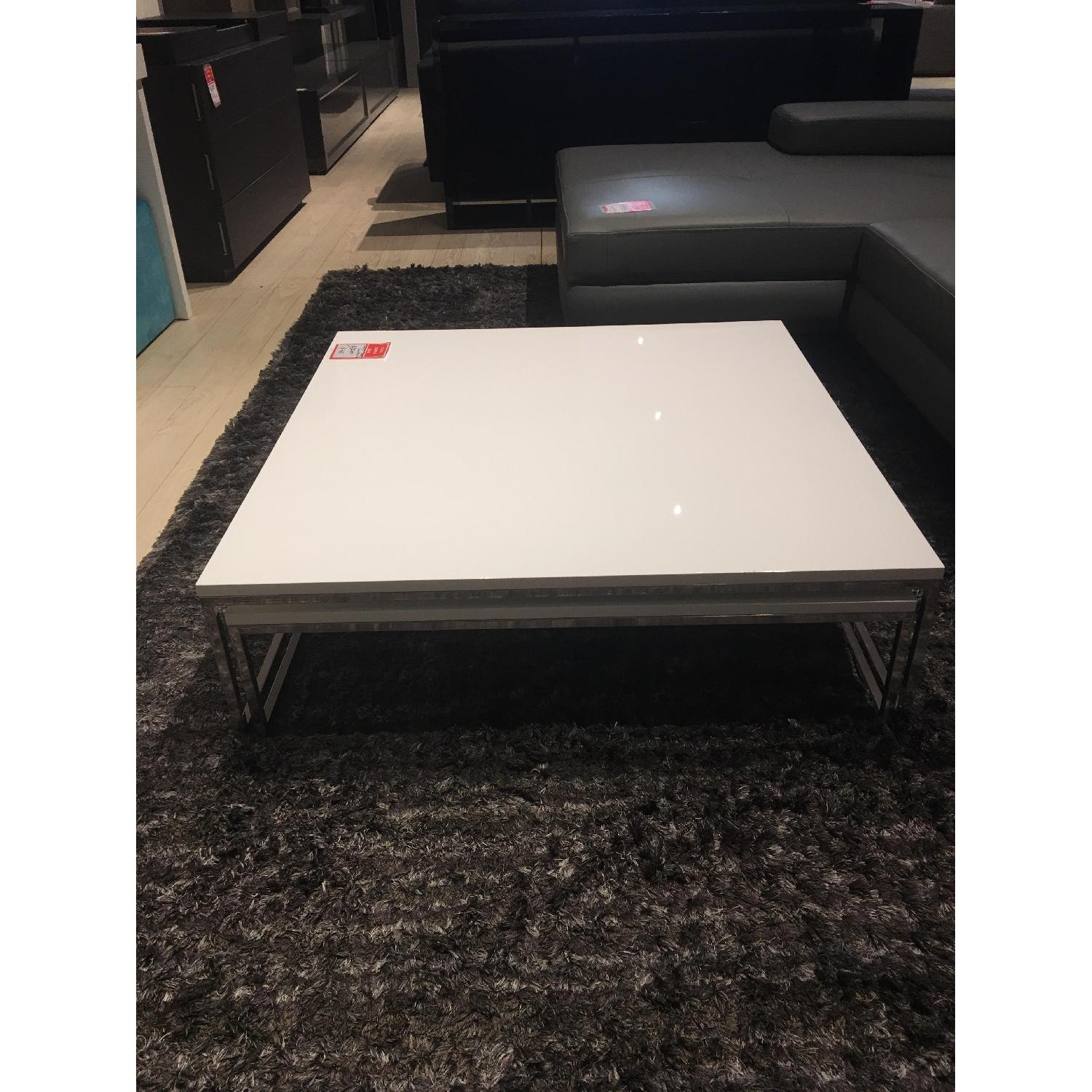 Lazzoni Expandable White Lacquer Coffee Table AptDeco