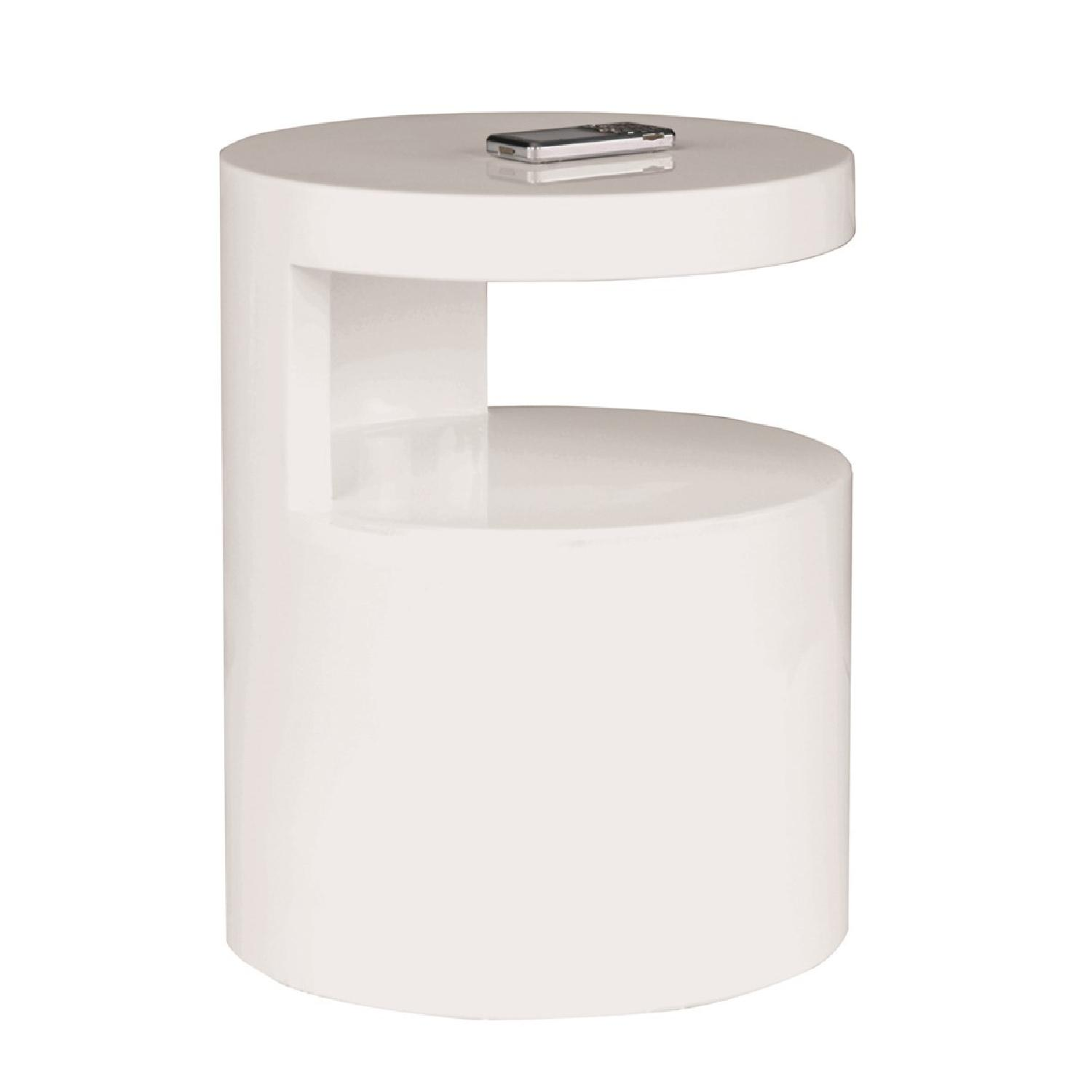 Modern High Gloss White End Table w/ Round Top & Sculptural