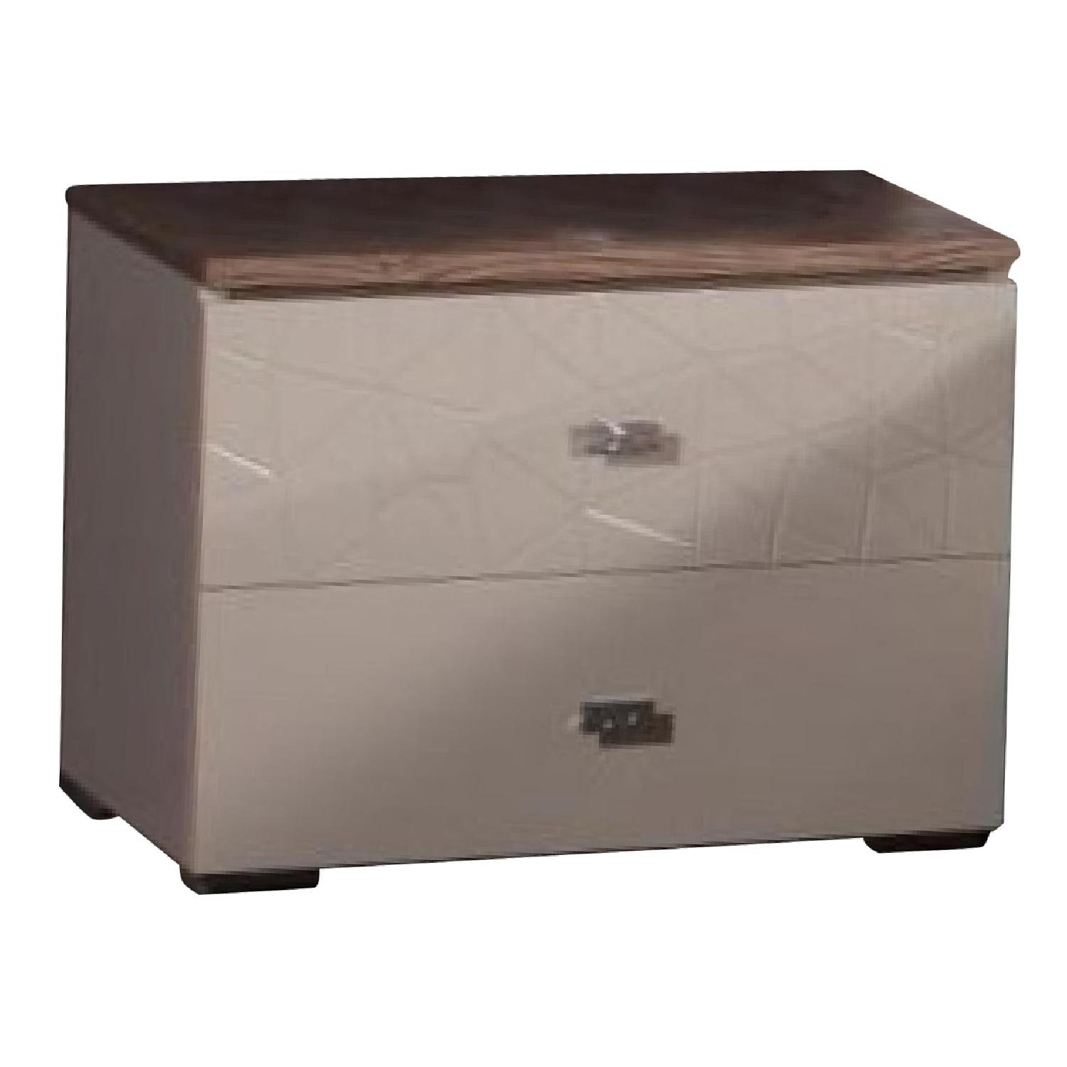 2-Drawer Nightstand in Beige High Gloss Finish w/ Etched Motif Acacia Veneer Top