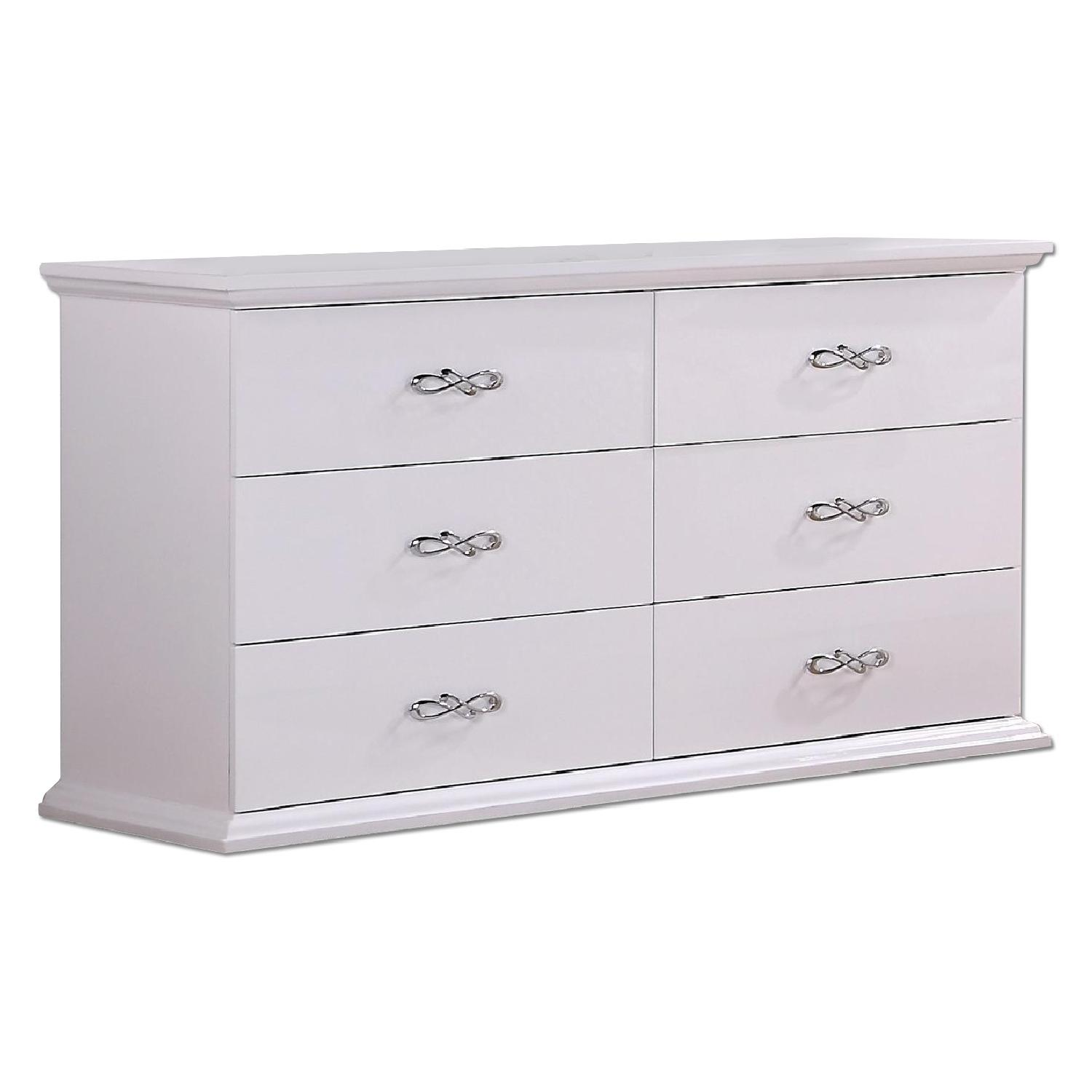 6-Drawer Dresser in White Lacquer w/ Artistic Handles