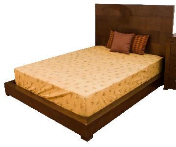 King Size Modern Style Platform Bed In Dark Walnut Finish w/