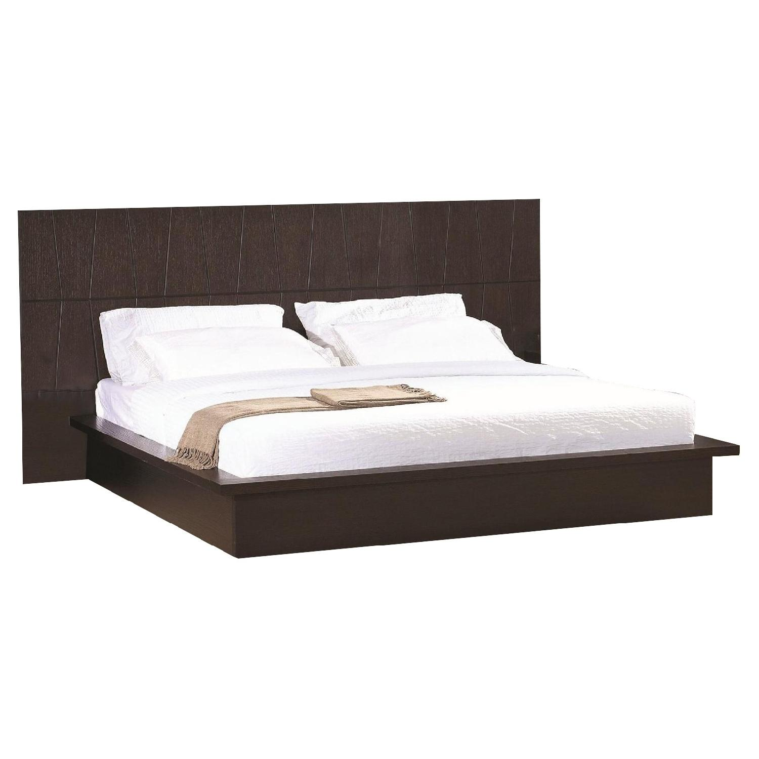 Queen Size Modern Platform Bed in Wenge Finish w/ Etched Diamond Motif Headboard