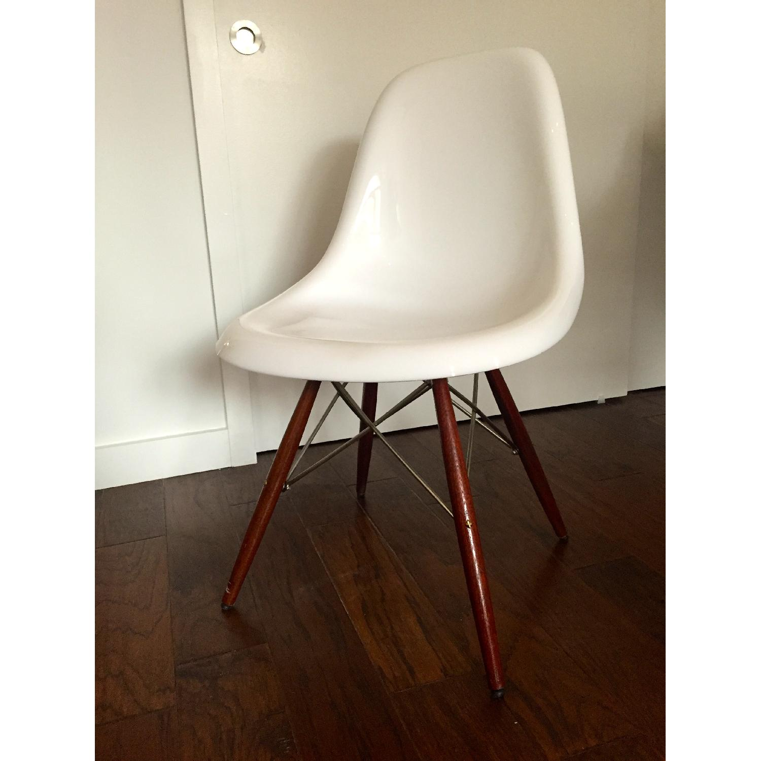 Used herman miller eames reproduction for sale in nyc for Plastic chair eames replica